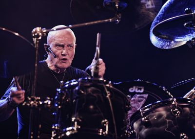 Chris Slade, batteur de Timeline – Photo Régis Lelièvre – 2017